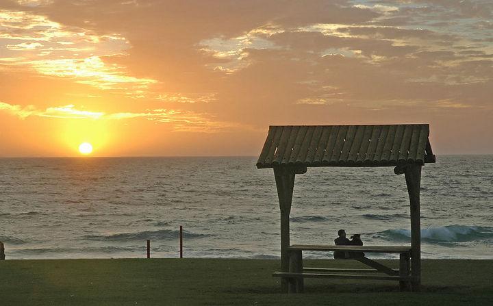 1024px-Beach_sunset_Perth