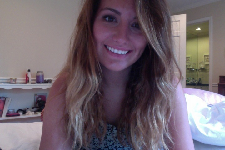 How to style wavy or curly hair while traveling (without heat!)